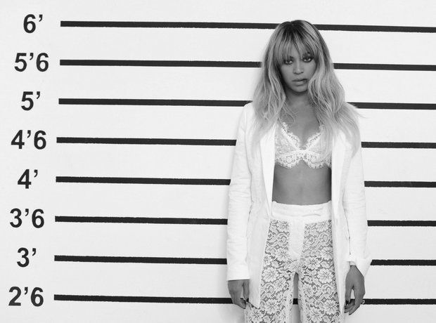 Beyonce standing on the set of On the Run