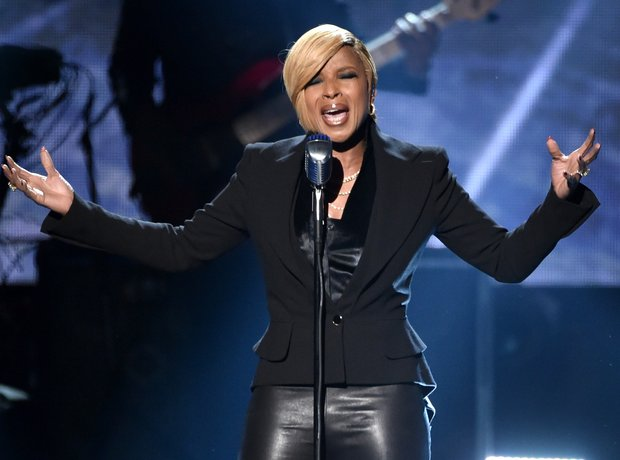 Mary J. Blige on stage American Music Awards 2014