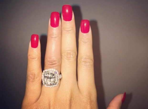 Nicki minaj ring Instagram 2015