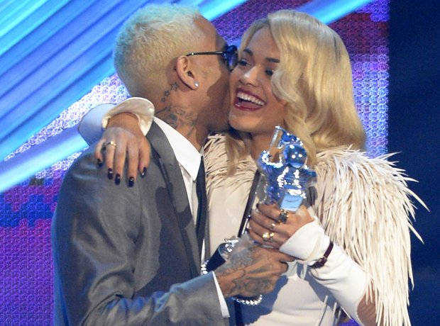 Rita Ora and Chris Brown on stage holding MTV VMA