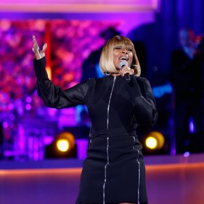 Mary J. Blige Performing On Stage