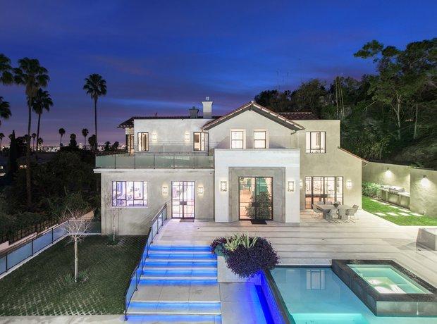 Rihanna buys new home